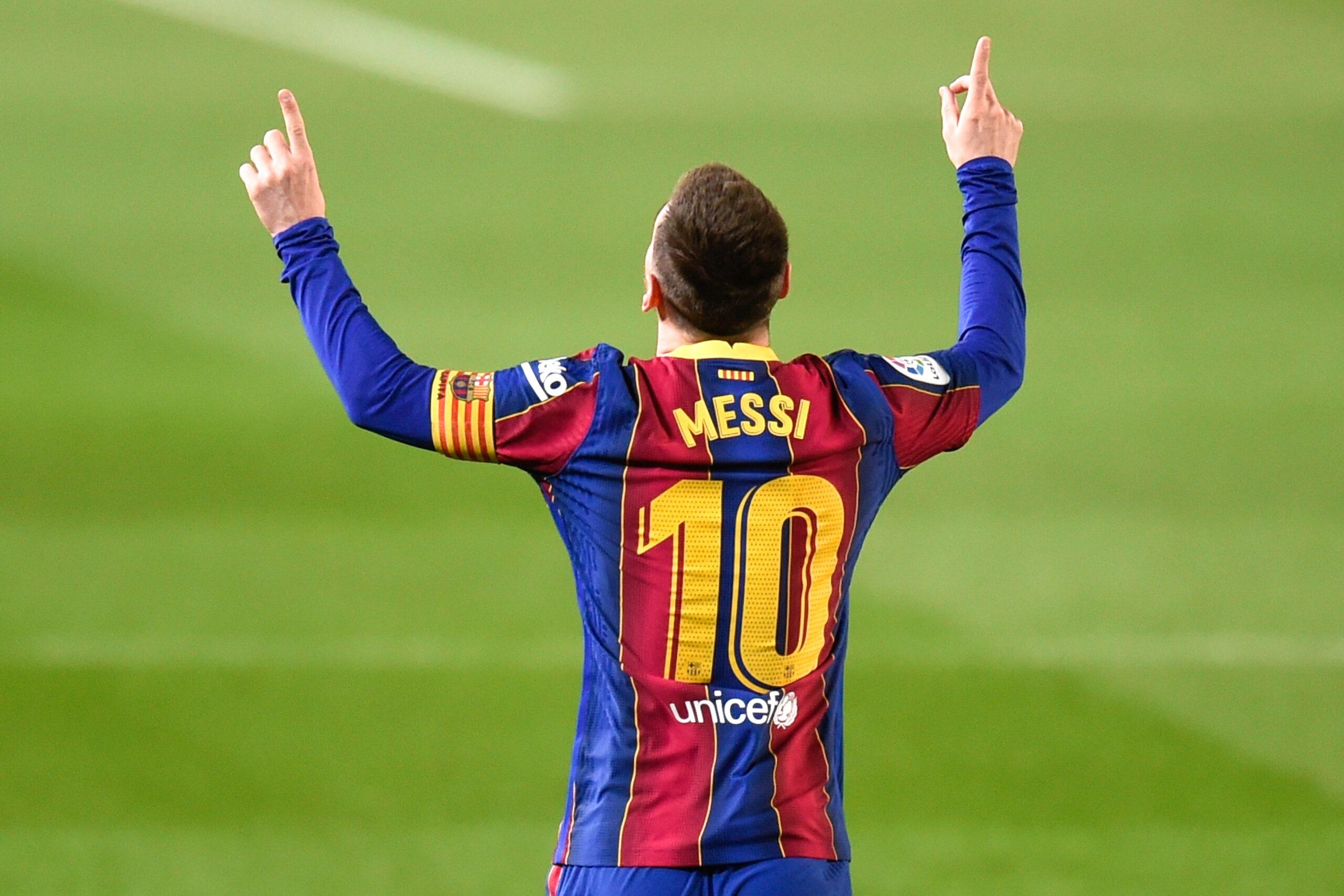 ميسي يقود برشلونة لفوز ساحق على هويسكا في ليلة تاريخية