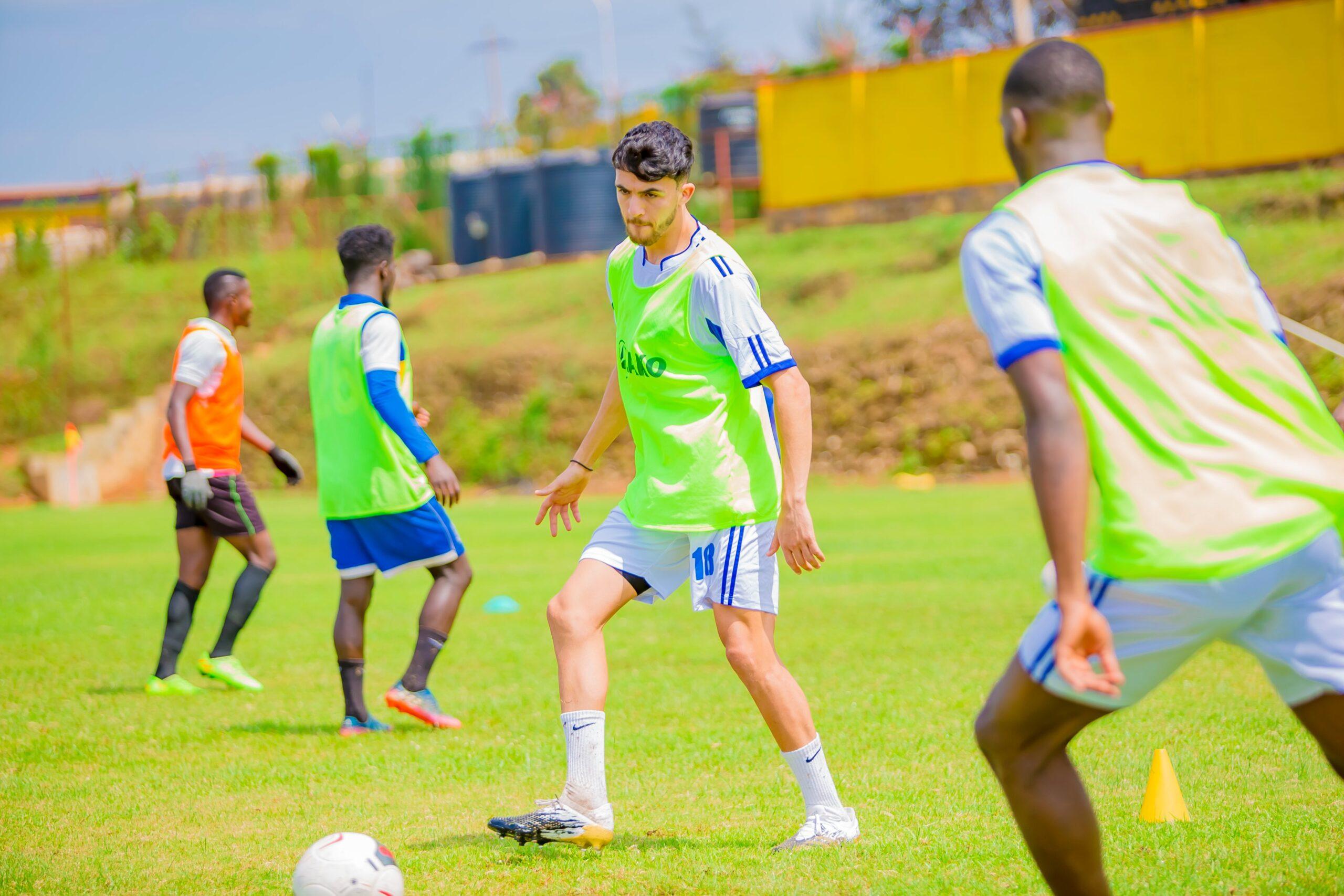 ثنائي الرجاء يخوض أول مران تدريبي في رواندا