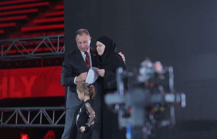 تكريم والدة الراحل محمد عبد الوهاب خلال إحتفالية النجمة العاشرة للأهلي