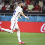 فرنسا تقلب تأخرها إلى فوز بثلاثية على بلجيكا