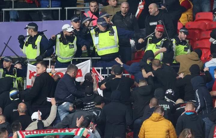 تدخل الشرطة في مباراة إنجلترا والمجر