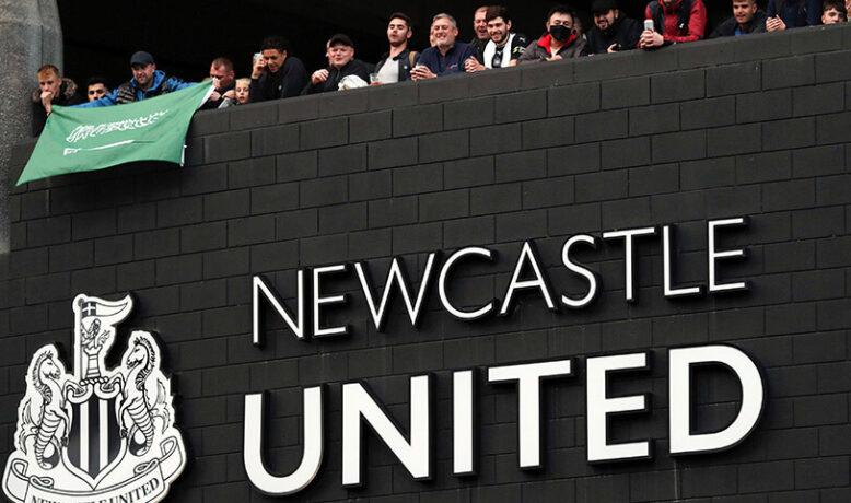 نيوكاسل يمني النفس لخطف لاعبٍ ببرشلونة